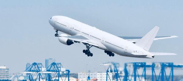 韓国へ飛び立つ飛行機のイメージ画像