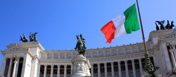 イタリアの観光名所と国旗の画像